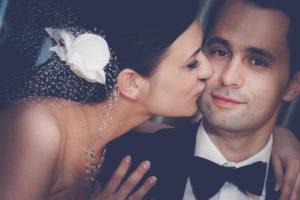 Fotografia ślubna - romantyczne zdjęcie pary młodej
